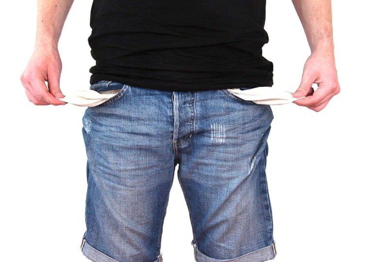 Более трети россиян заявили, что живут в режиме постоянной экономии денег